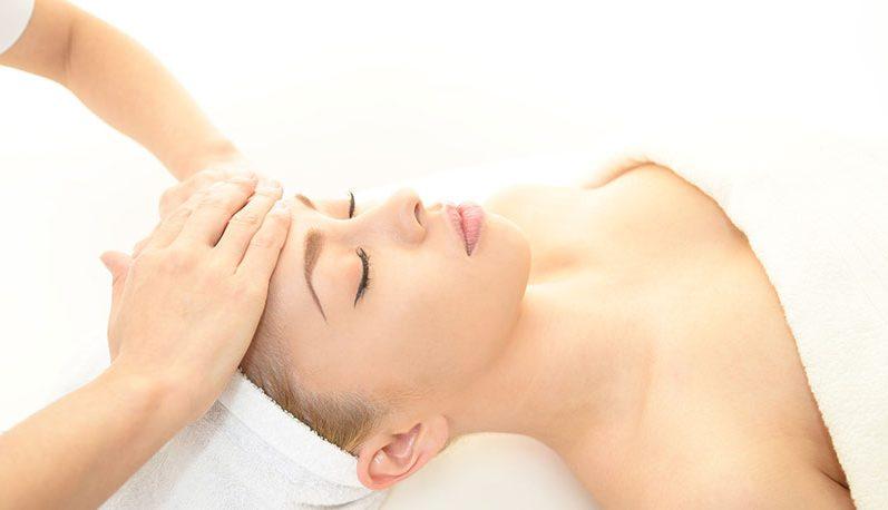 Genießen Sie bei cosmetics & more und lassen Sie sich in entspannter Atmosphäre verwöhnen.